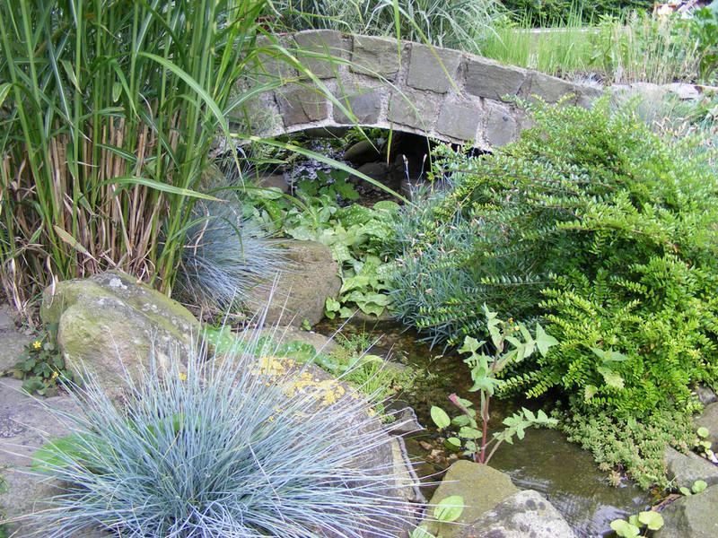 Garten und Landschaftsbau Hamm Melbert Pflasterarbeiten Teich Teichbau Brücke